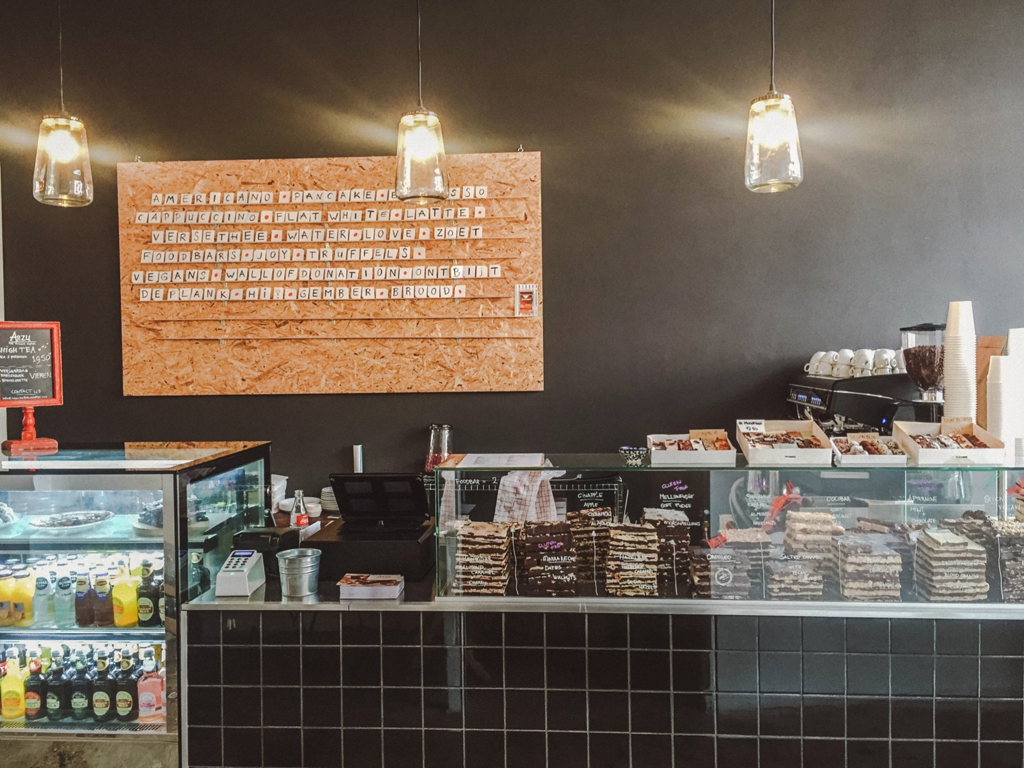 ARZU THE FOODBAR SUPPLIER ROTTERDAM: LUNCHROOM MET FOCUS OP FOODBARS