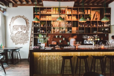 ALBERTS ETEN&DRINKEN AMERSFOORT: GENIETEN VAN EEN INTERNATIONALE KAART OP DE HOF