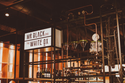 MR. BLACK AND THE WHITE OX UTRECHT: BAR-BISTRO IN VOORMALIG DOUWE EGBERTS KANTOOR