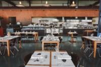 STORK AMSTERDAM: TOF INDUSTRIEEL VISRESTAURANT AAN HET IJ IN NOORD
