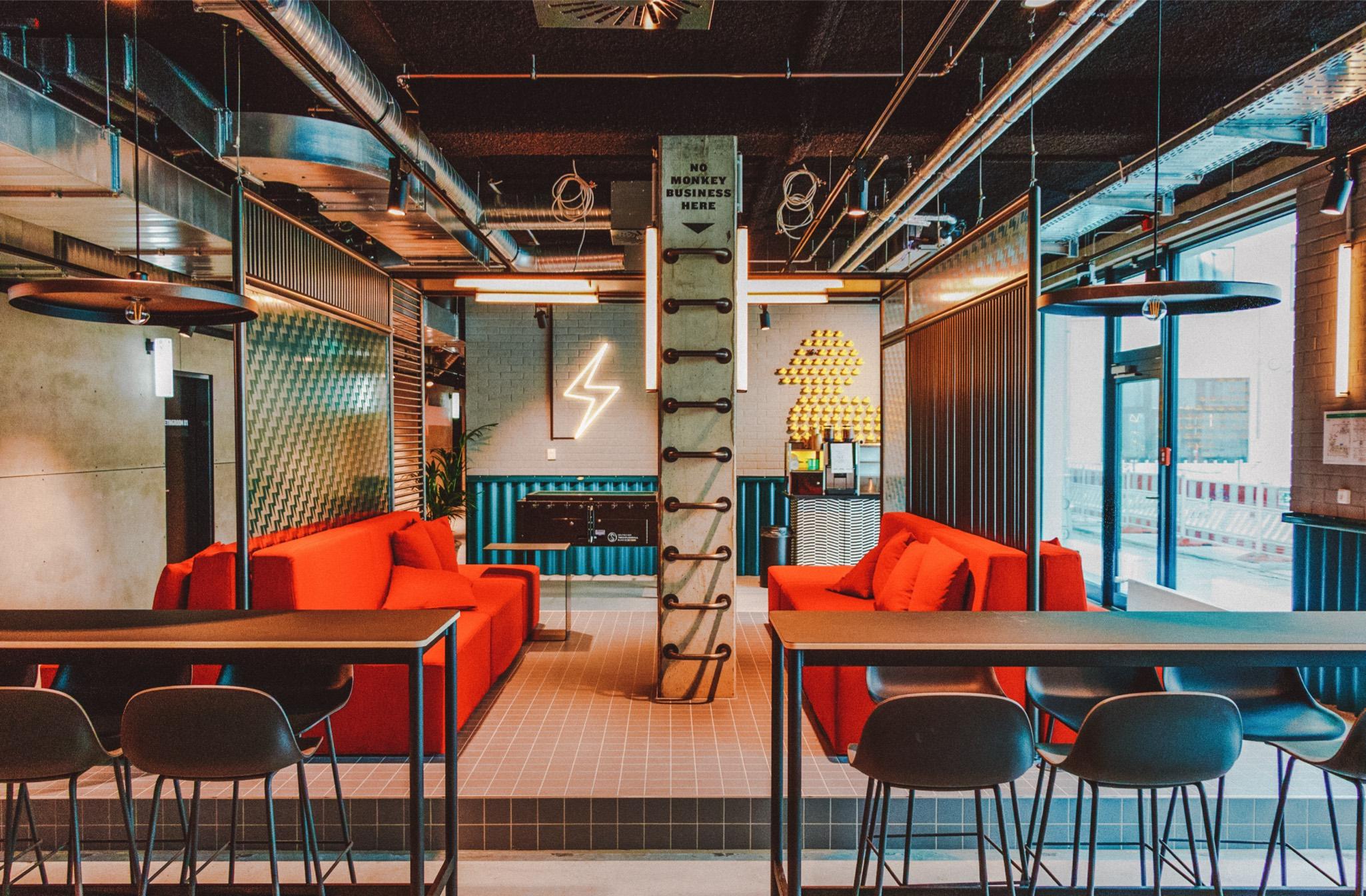 THE STUDENT HOTEL BERLIJN: GRUNDGE MEETS GLAMOUR VLAKBIJ ALEXANDERPLATZ