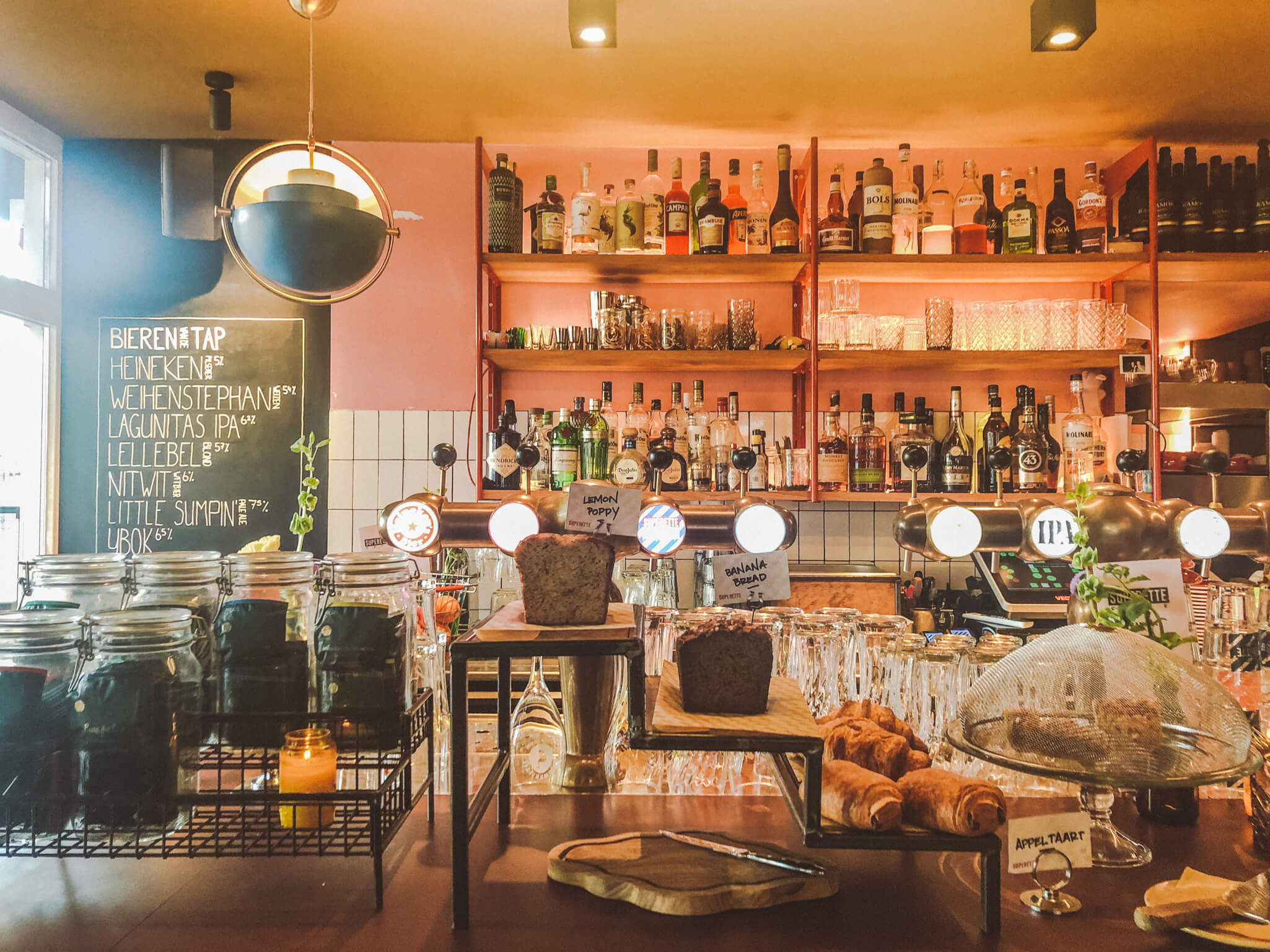 SUPERETTE CAFÉ AMSTERDAM: HIER SMAKEN DE BAGELS HET LEKKERST